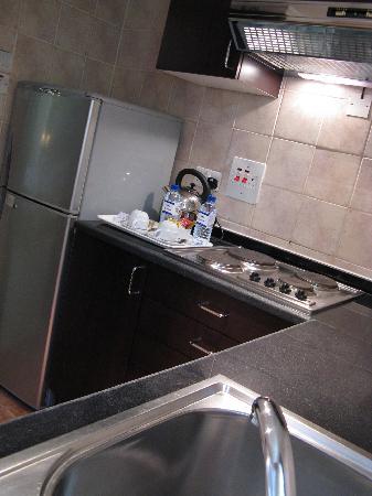 Hilton Al Ain: Chalet kitchenette