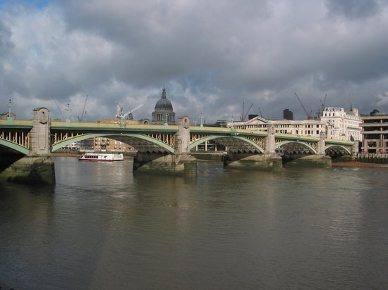 File:Southwark Bridge, from Millennium Bridge, Aug 2010.jpg ...