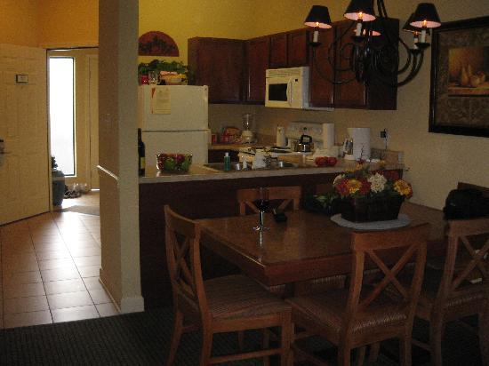 Bluegreen Vacations Mountain Loft Resort, Ascend Resort Collection : Kitchen and dining area of 1 bedroom