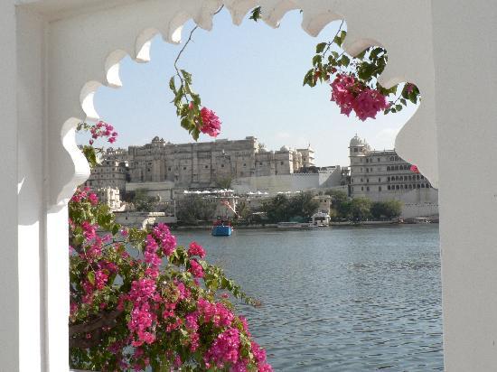 Taj Lake Palace Udaipur: Udaipur depuis l'hôtel
