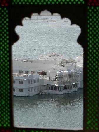 Taj Lake Palace Udaipur: vue depuis le city palace