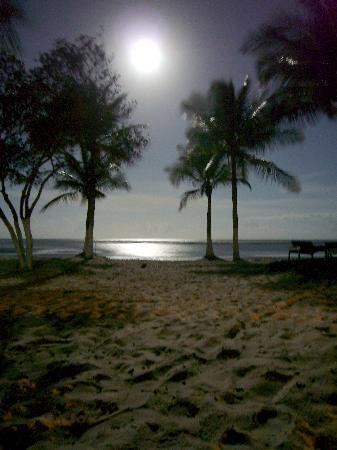 Porto Seguro, BA: Praia do Muta full moon