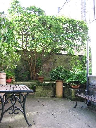 Sibbet House: The Beautiful Walled-In Garden
