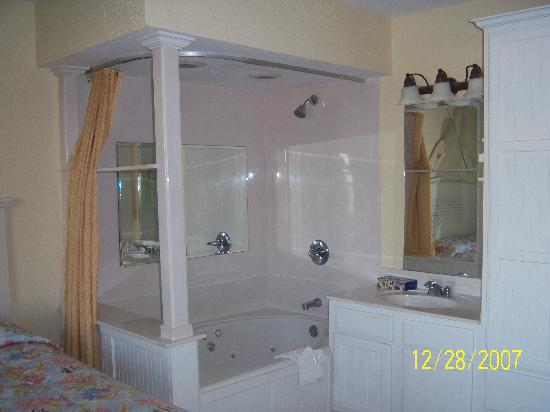 Holiday Inn Club Vacations Galveston Seaside Resort: master bathroom