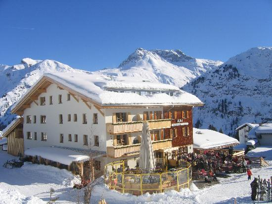 Hotel Ilga: View of the hotel from the slopes outside