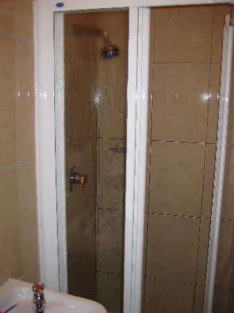 Railway Hostel : Bathroom