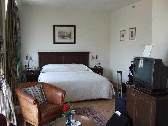 The American Colony Hotel: Double room, 3rd floor, old building - bed area