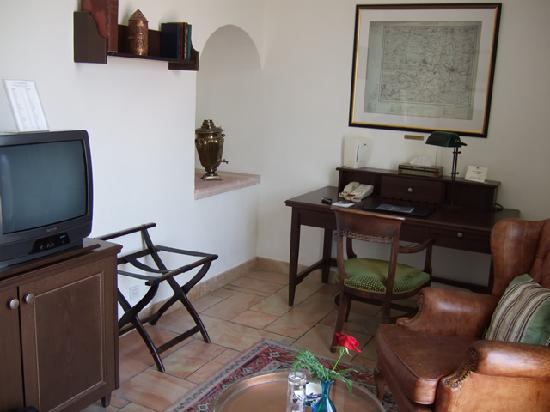 The American Colony Hotel: double room, 3rd floor, old building - close-up of writing area