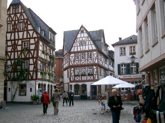 Ibis Mainz City: Walking through the medival  town of Mainz
