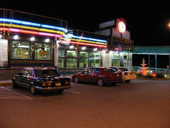 Quality Inn & Suites Fishkill: I-84 Diner adjacent to the hotel