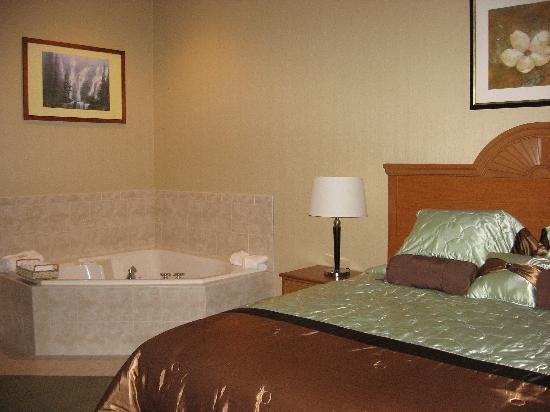 Fishkill, Nova York: Honeymoon Suite with hot tub