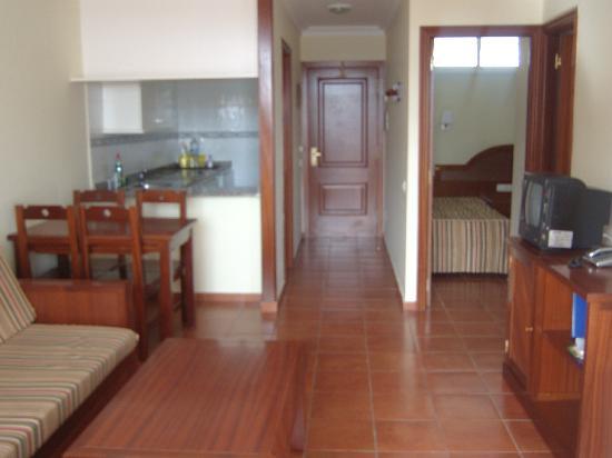 Apartamentos Dorotea: Living room, kitchen and spare room.