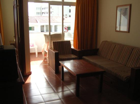 Apartamentos Dorotea: Living room and balcony.