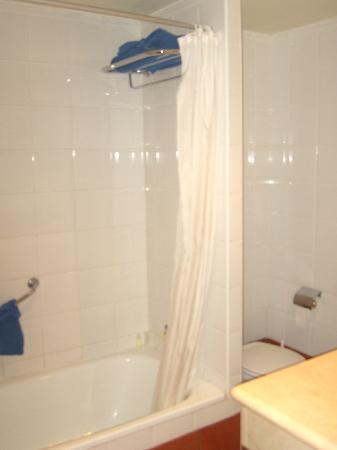 Apartamentos Dorotea: Bathroom.