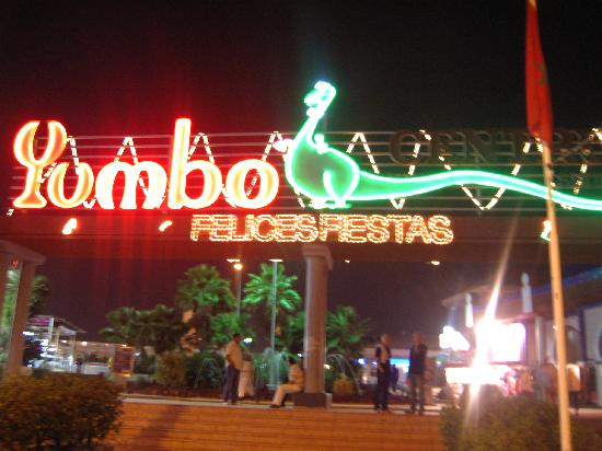 Yumbo Centrum: Yumbo centre at night.