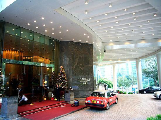 hotel entrance picture of conrad hong kong hong kong. Black Bedroom Furniture Sets. Home Design Ideas