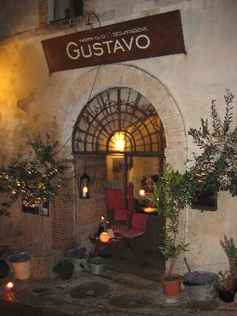 Trevi, Italy: Gustavo's:  A lovely local wine bar