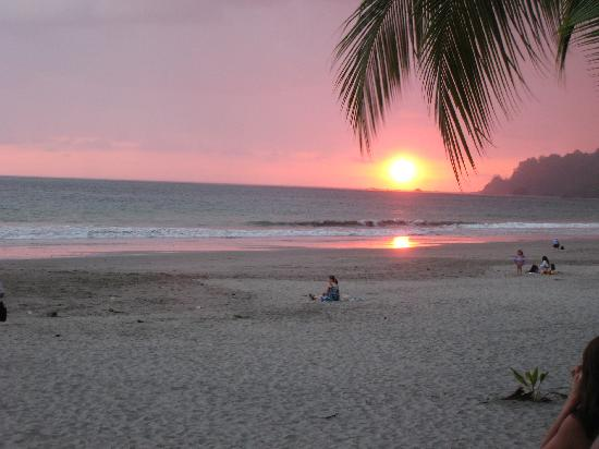 Hotel Manuel Antonio : beach sunset