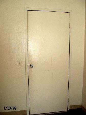 Aqua City Motel: room door, no chain, filthy