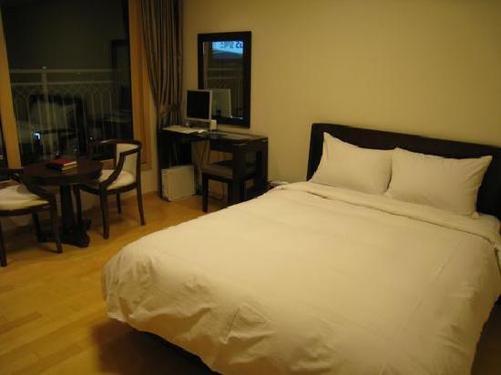 Cheongdam Human Star Ville : queen size bed