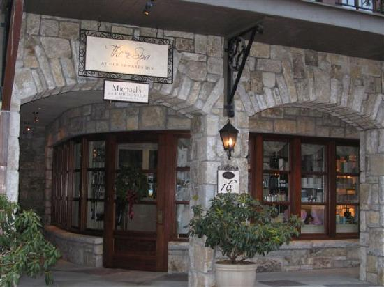 Old Edwards Inn and Spa: Spa Entrance.  Check out the curved, European style front door