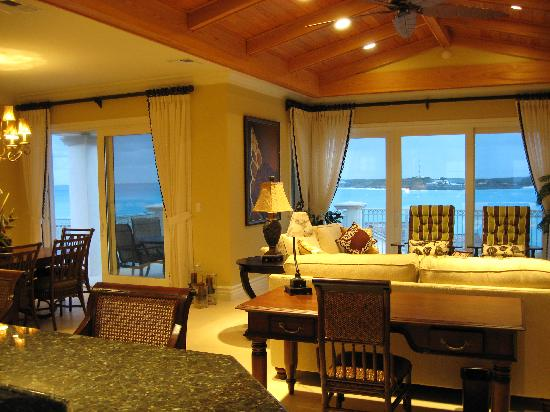 Grand Isle Resort & Spa: Living / Dining Area