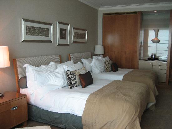 Crown Towers Melbourne: room with two queen beds