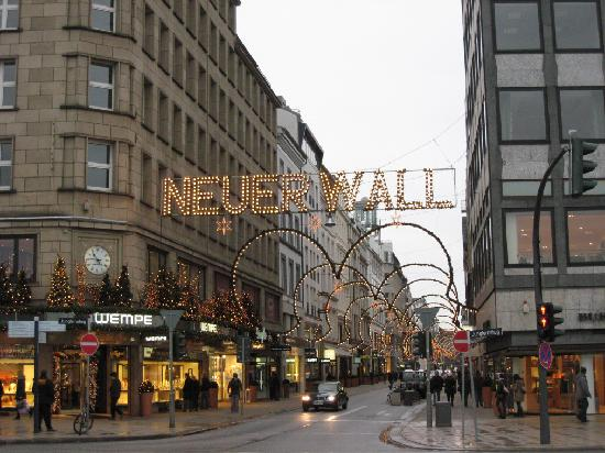 Neuer wall shopping picture of hamburg marriott hotel for Ligne roset hamburg neuer wall