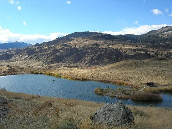 Dome Mountain Ranch: A beautful photo from the fishing lake