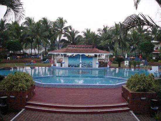 Heritage Village Club Goa: Pool at 6am