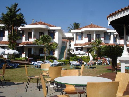 Heritage Village Club Goa: The pool garden
