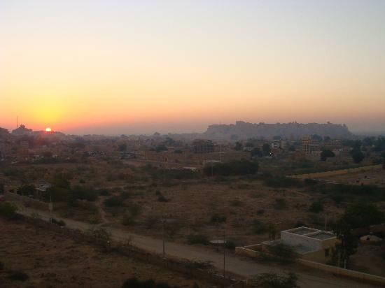 Himmatgarh Palace: sunrise on jaisalmer