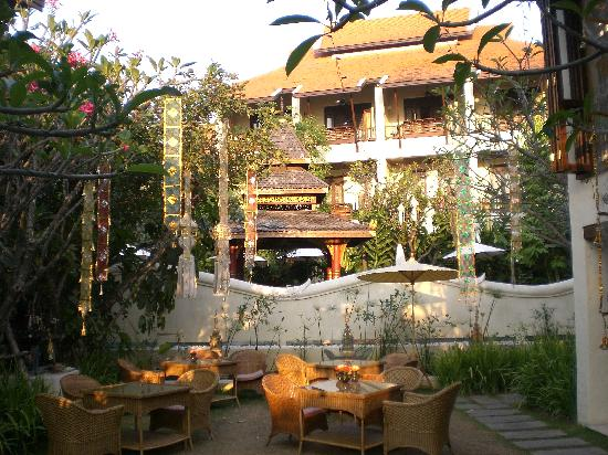Puripunn Baby Grand Boutique Hotel: Courtyrad entrance