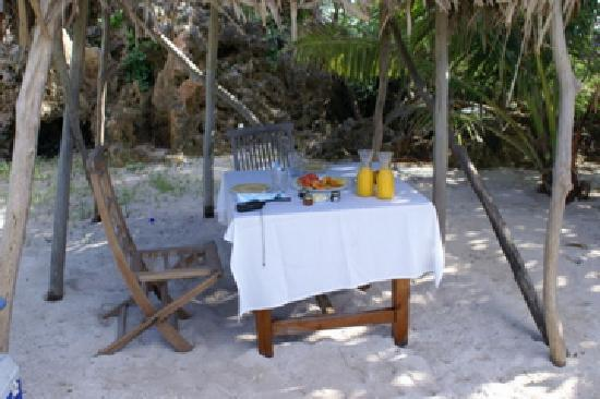Vatulele Island, Fiji: Breakfast on nukinuki island - population you and?