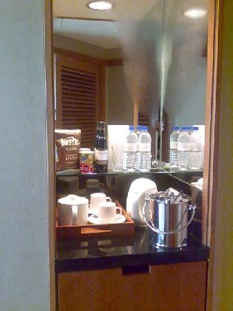 Fairmont Singapore: Refreshment counter