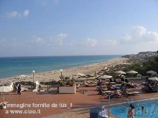 SBH Crystal Beach Hotel & Suites: La spiaggia