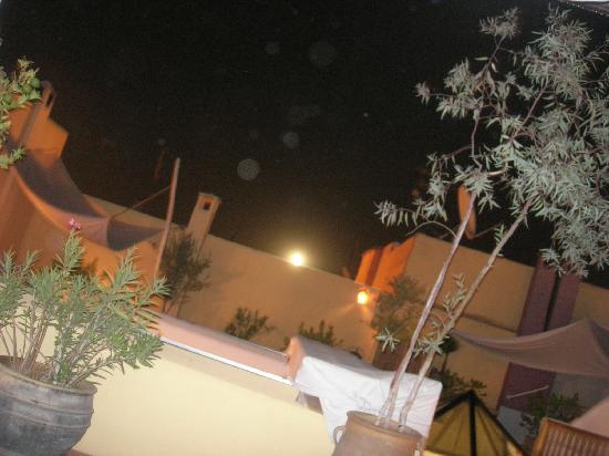 Riad Safa: Terraza del Riad con Luna Llena