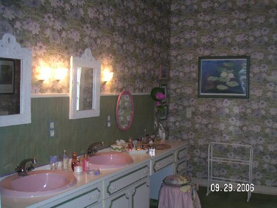 Château la Pasquerie : Rose Bathroom