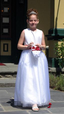 Glen Iris Inn: the flower girl