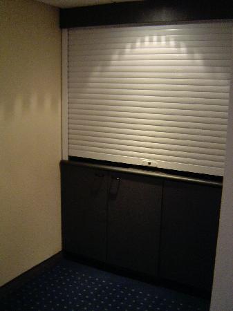 NH Amsterdam Noord: odd door in my room