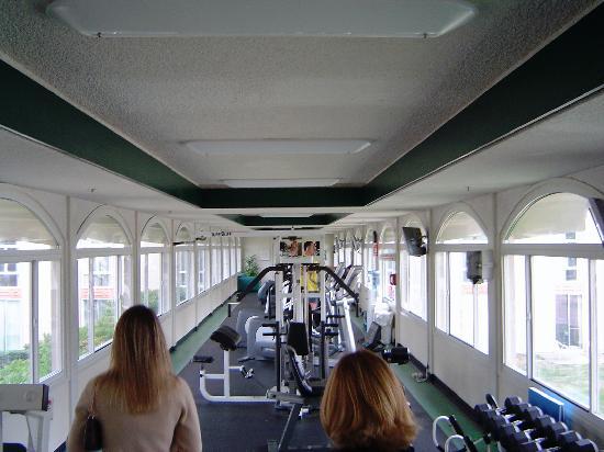 Hilton Oakland Airport: gym bridge