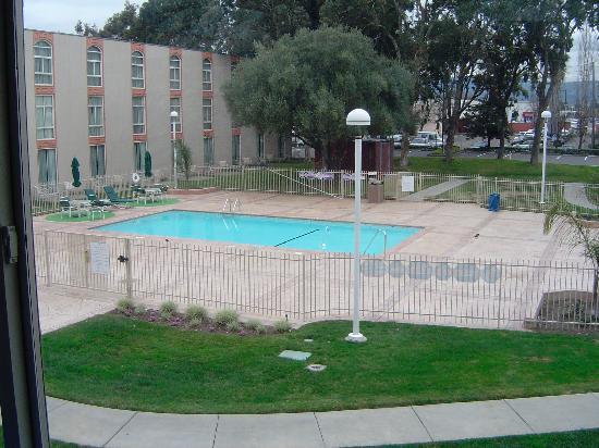 Hilton Oakland Airport: pool