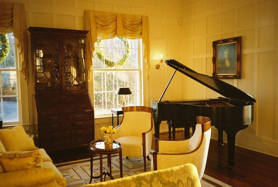 Westglow Resort & Spa: Parlor at the Mansion