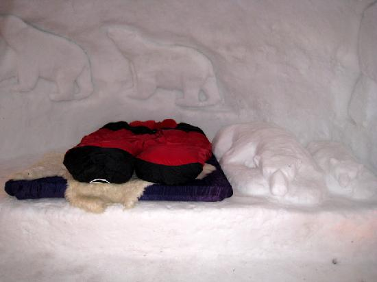 Iglu-Dorf Engelberg: a romantic igloo - look to the right of the sleeping bags !