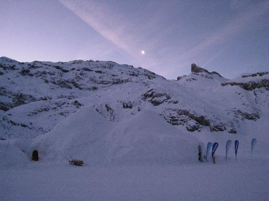 Iglu-Dorf Engelberg: dawn over the Igloo