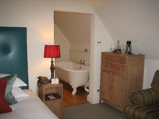 Gidleigh Park Hotel: Roll top bath