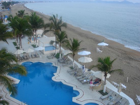 Camino Real Manzanillo: One of the 2 pools.