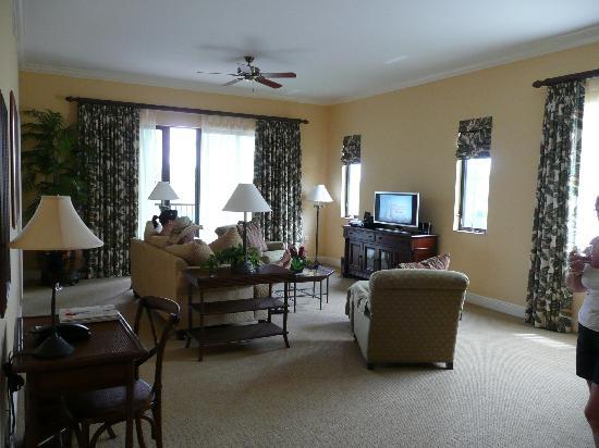 Naples Bay Resort : Living room area