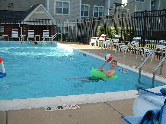 Residence Inn Fair Lakes Fairfax : At the pool - Residence Inn Fair Lakes in  Fairfax, VA