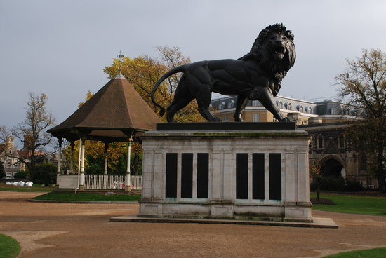 Reading, UK: Forbury Gardens - bandstand and Maiwand lion